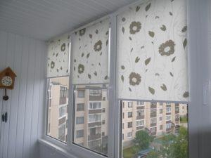 Установка рулонных штор на пластиковые окна в Уфе