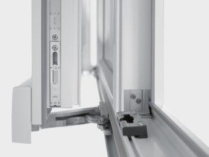 Замена механизма пластикового окна в Уфе